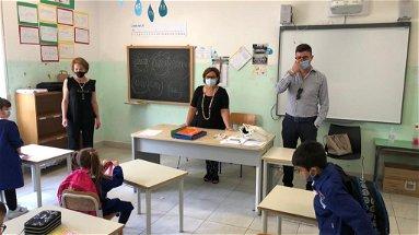 Caloveto, alla prima campanella il sindaco Mazza accompagna gli alunni in classe
