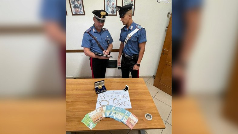 Ladra rumena residente a Schiavonea in trasferta ai Laghi di Sibari: fermata dai carabinieri