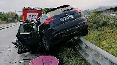 Incidente a Spezzano albanese, è morto anche l'uomo a bordo dell'Audi