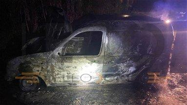 A fuoco un furgone a Fabrizio: le lamiere erano crivellate di colpi